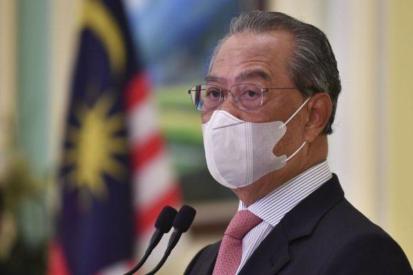 PUTRAJAYA, 16 Feb -- Perdana Menteri Tan Sri Muhyiddin Yassin ketika sidang media secara maya selepas melancarkan Buku Panduan Program Imunisasi COVID-19 Kebangsaan, hari ini. Ahli Parlimen dan Ahli Dewan Undangan Negeri (ADUN) akan menjadi antara penerima vaksin COVID-19 dalam fasa pertama Program Imunisasi COVID-19 Kebangsaan. --fotoBERNAMA (2021) HAK CIPTA TERPELIHARA  PUTRAJAYA, Feb 16 -- Prime Minister Tan Sri Muhyiddin Yassin during a virtual press conference  after launching the National COVID-19 Immunisation Programme Handbook, today. All Members of Parliament, assemblymen to be vaccinated in the first phase of the National COVID-19 Immunisation Programme. --fotoBERNAMA (2021) COPYRIGHTS RESERVED