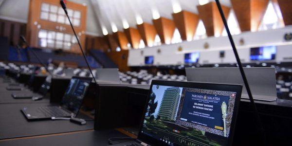 KUALA LUMPUR, 13 Julai -- Kelihatan paparan Sistem Imbasan Muka bagi Pengesahan Kehadiran Anggota Parlimen pada skrin komputer riba diatas setiap tempat duduk anggota parlimen telah tersedia di dalam Dewan Rakyat sempena Istiadat Pembukaan Penggal Pertama Majlis Pembukaan Ke-14 yang akan berlangsung pada 17 Julai depan. --fotoBERNAMA (2018) HAK CIPTA TERPELIHARA